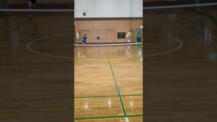 【スポーツ自虐動画あるある】卓球人が慣れないテニスをすると恥ずかしい……..【tennis】#Shorts