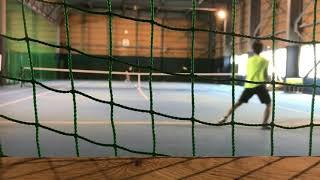 [硬式テニス]レシーブ打った後すぐ前に来たので低めのストレートでシングルスライン付近狙ってin
